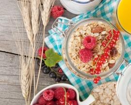 Zdrav, uravnotežen doručak bogat vlaknima pomaže u sprječavanju zatvora i nastanku  proširenih vena