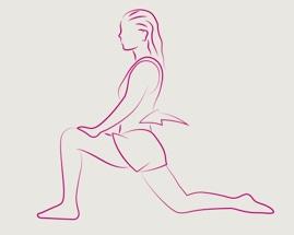 Žena koja izvodi istezanje u iskoraku s prednjim stopalom pod 90 stupnjeva.
